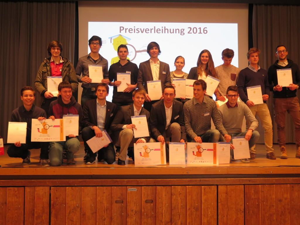Sieger & Teilnehmer nach der Preisverteilung